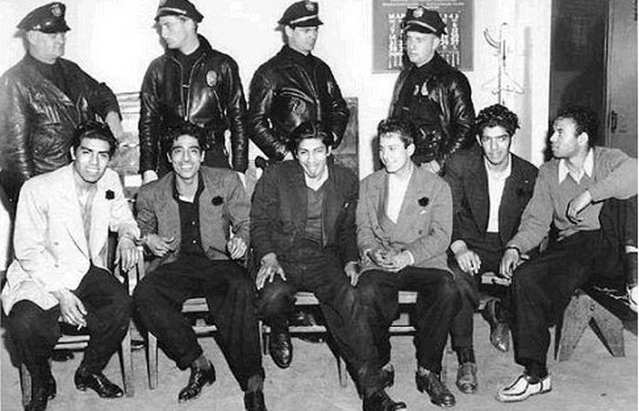 500 латиноамериканцев были арестованы по обвинениям в массовых беспорядках и бродяжничестве.