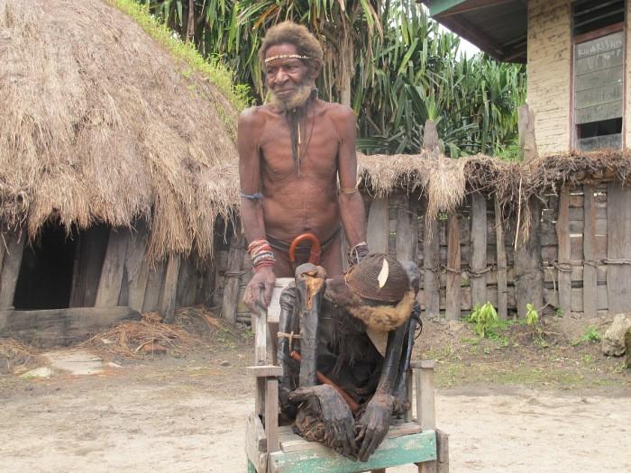 Человек из племени дани.
