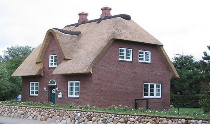 Соломенная крыша.