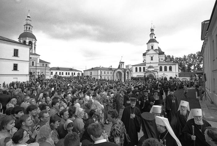 12 июня 1988 г. В Троицком соборе Свято-Данилова монастыря Предстоятели и представители Поместных Православных Церквей совершили Божественную литургию и праздничный молебен.