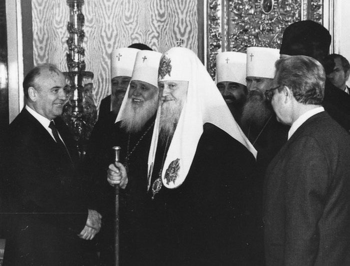 Встреча М.С.Горбачева со Святейшим Патриархом Пименом и членами Священного Синода. Кремль. 7 мая 1988 г.