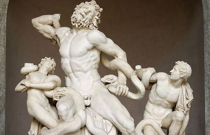 Один маленький нюанс древних статуй: *Лаокоон и его сыновья*, музей Ватикана