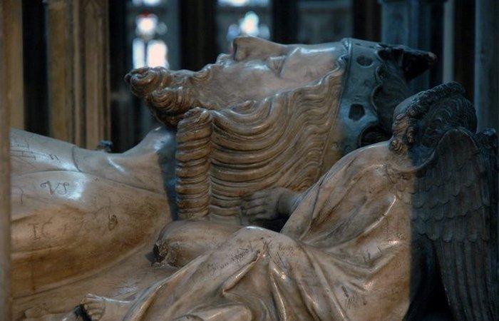 Причина смерти: якобы был убит раскаленной кочергой, засунутой ему в анус. / Фото: thevintagenews.com
