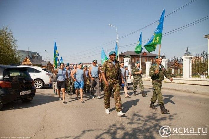 На уборку города под флагами ВДВ.