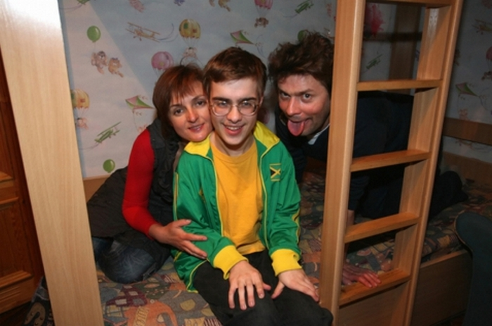 Евгений с родителями.