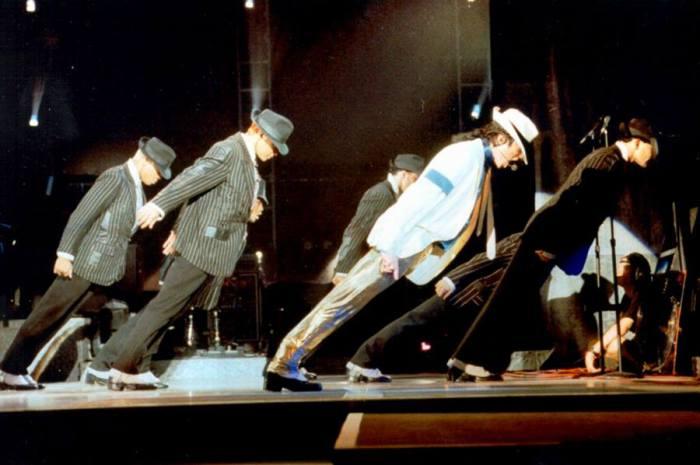 Антигравитационный наклон Майкла Джексона.