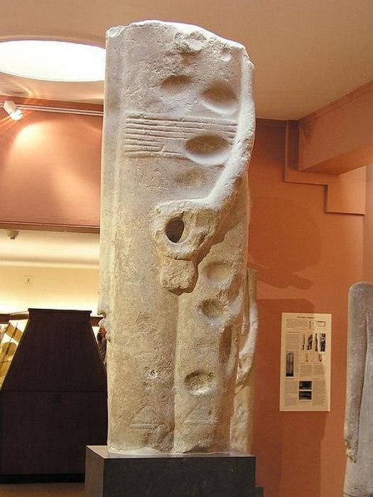 Статуя бога Мина: архаический колосс из Коптоса. Музей Эшмола, Оксфорд.