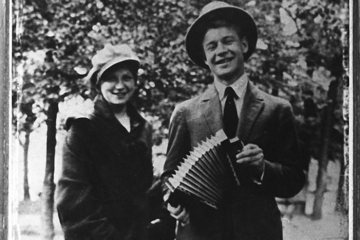 Сергей Есенин с сестрой Екатериной. Москва. 1925 год.