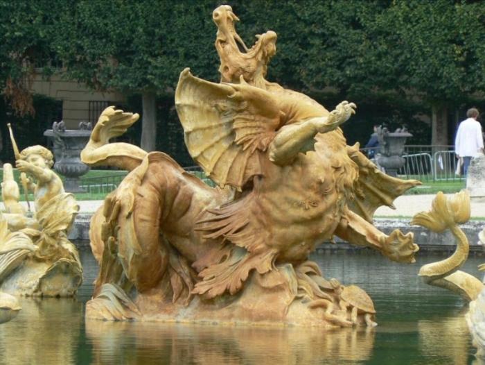 Фонтан  Дракон  в Версале.