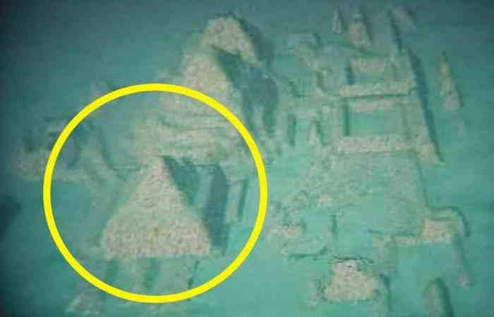 Хрустальная пирамида в Бермудском треугольнике.