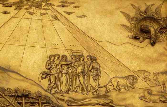 Ной построил Великую пирамиду.
