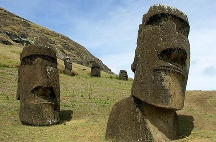 Тела статуй острова Пасхи.