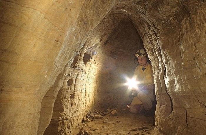 Подземную сеть тоннелей.