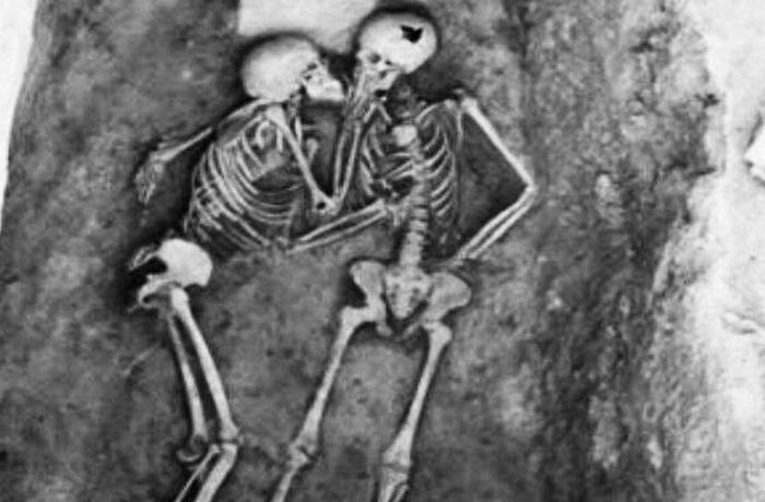 2800-летний поцелуй.