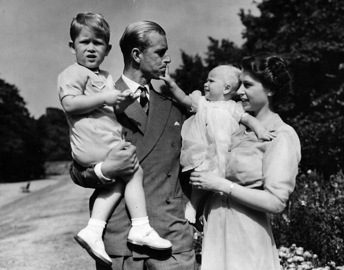 Монаршая пара с детьми. / Фото: edikst.ru