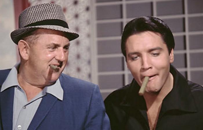 Элвис курил тонкие немецкие сигары. фото: nashvillescene.com