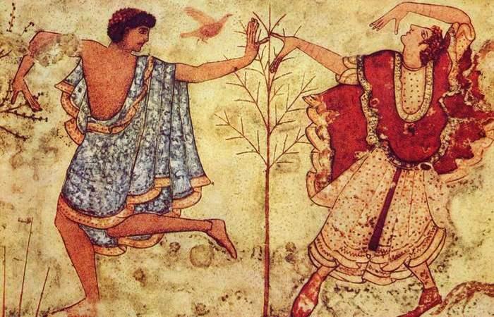 Этруски основали первые итальянские города.