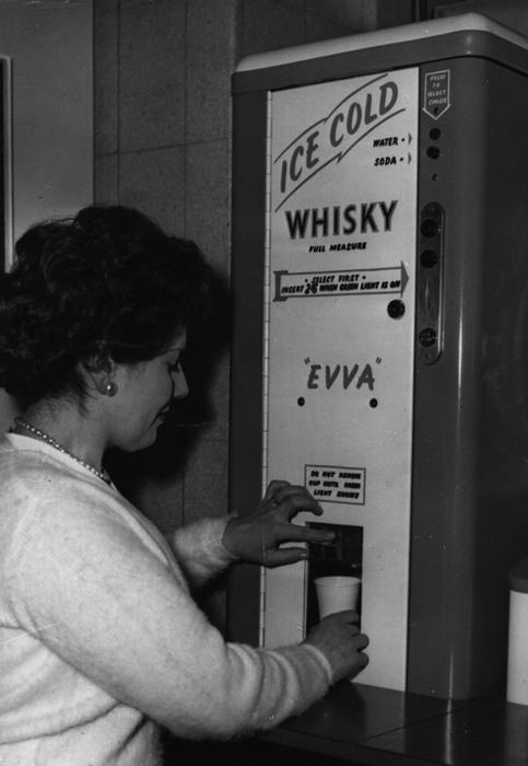 Автомат по продаже виски.