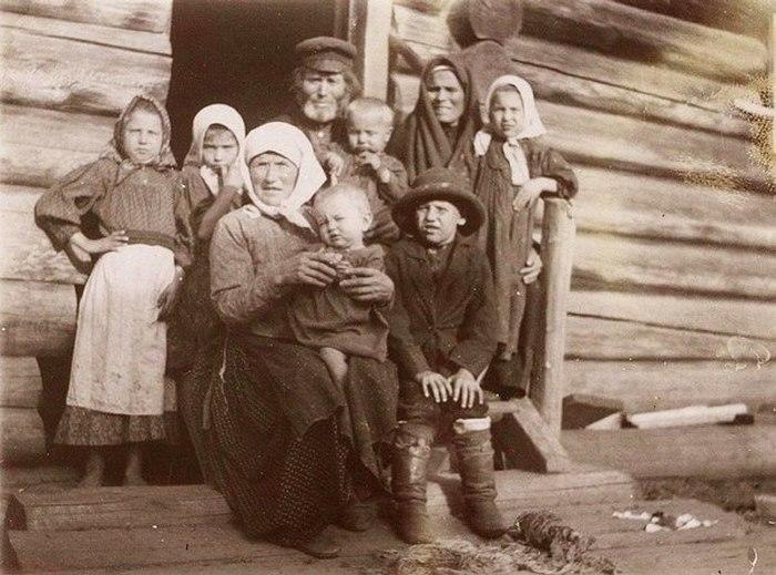 Семья русских крестьян до революции.