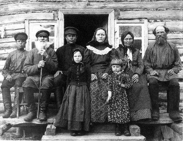 Четыре поколения одной семьи.