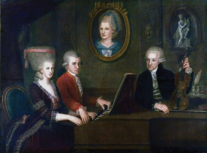 Семья Моцартов за роялем. На стене портрет матери композитора. / Фото: www.liveinternet.ru