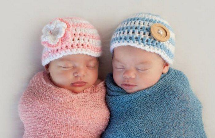 Модная тенденция: девушки носят розовое, а мальчики голубое.