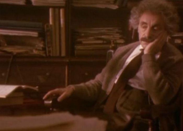 Кадр из фильма «Вся правда об Эйнштейне»./фото: filmix.net