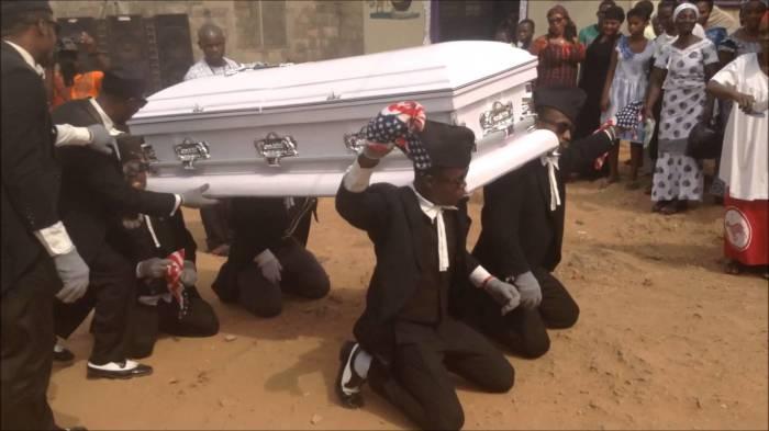 Уйти красиво: похороны с зажигательными танцами в Гане.