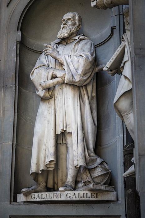 Статуя Галилея во Флоренции.