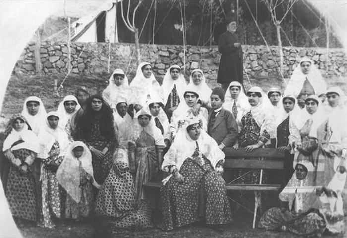 Эсмат аль-Даула в конце жизни со своими детьми и внуками.