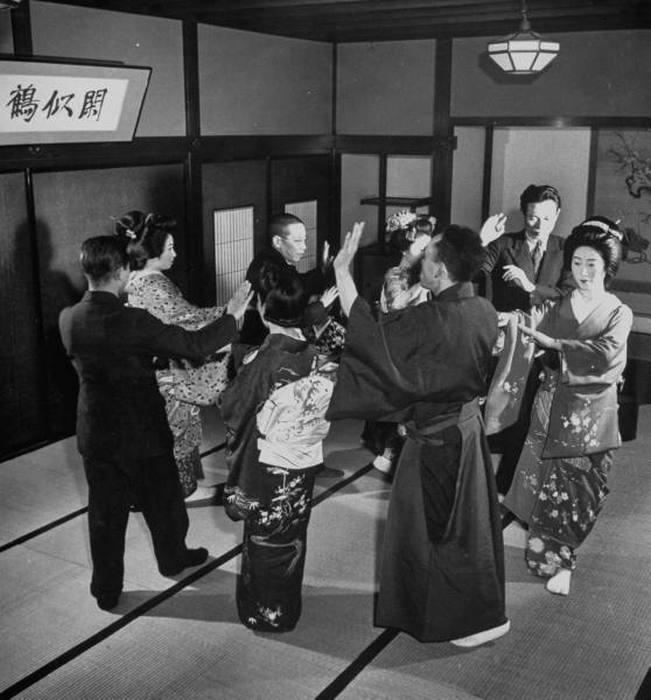 Танцы с гейшами.