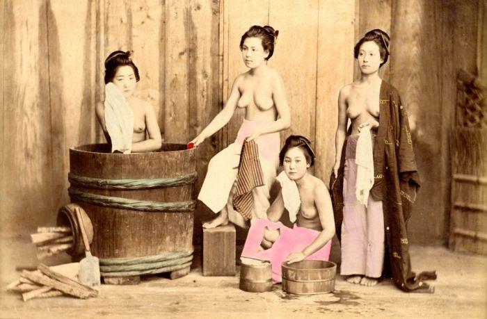 Гейши в бане. Около 1880 года.