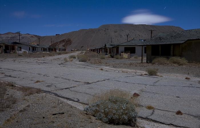 В 2007 году периметр города и шахты огородили колючей проволокой.