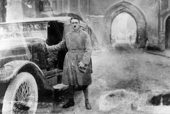 Адольф Гитлер: молод, самоуверен, амбициозен.