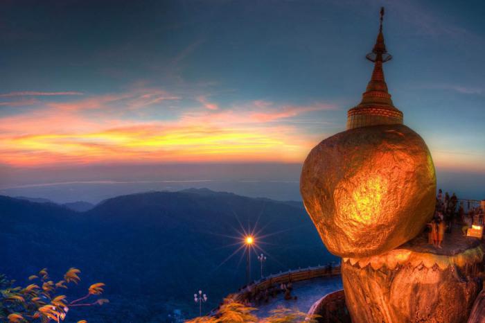 Золотой камень Будды в Мьянме.