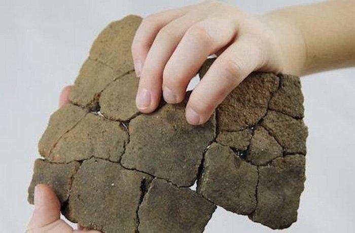 Отпечатки детских пальцев на керамических сосудах.