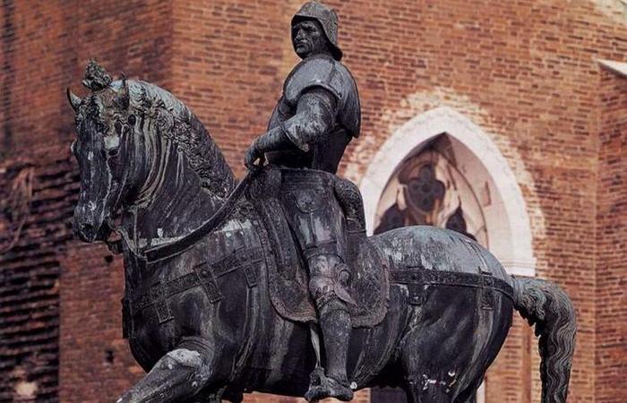 Конная статуя Бартоломео Коллеони.