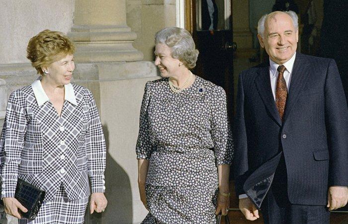 Во время визита к английской королеве./фото: sputnik.by