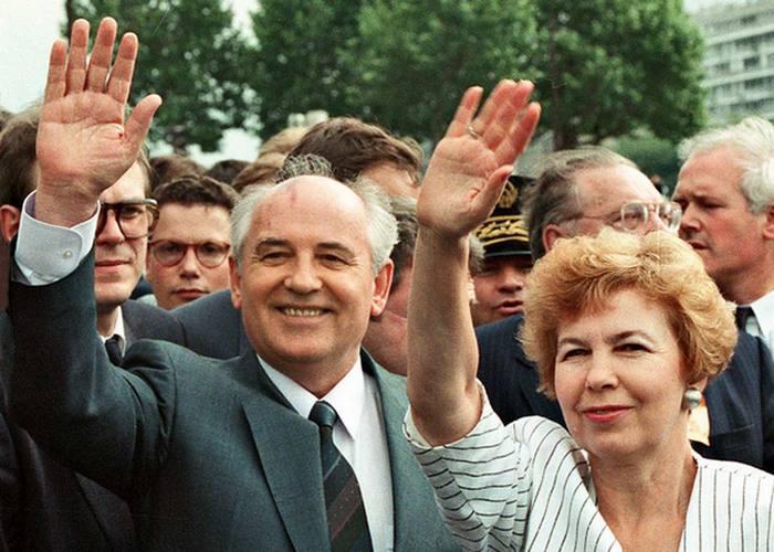 Раиса и Михаил Горбачевы: всегда вместе. / Фото: standard.co.uk