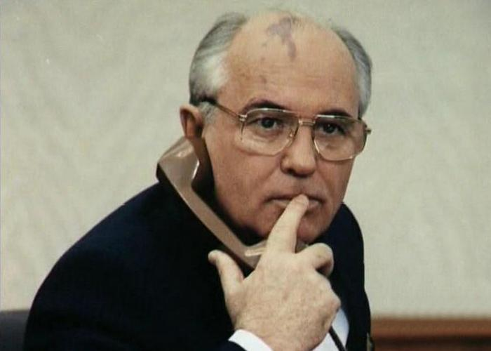 Михаил Горбачёв в рабочем кабинете./фото: newdaynews.ru