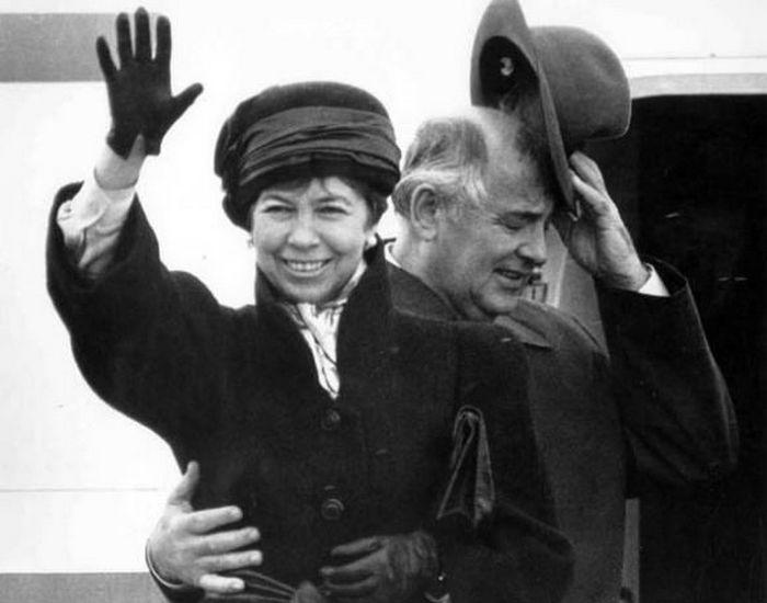Раиса и Михаил Горбачевы: любовь на фоне карьеры. / Фото: peoples.ru