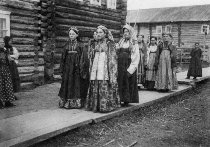 Гулянье в праздничный день. Русский Север. Фото начала XX в.
