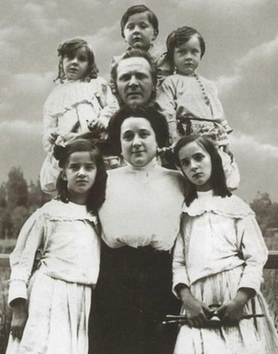 Счастливое семейство./фото: profilib.com