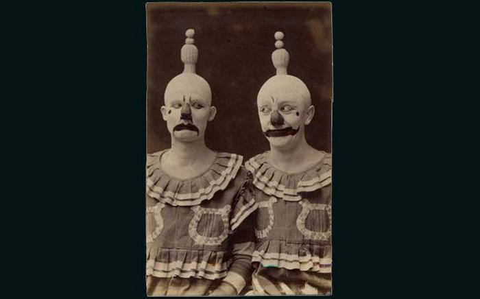 Страшные клоуны.
