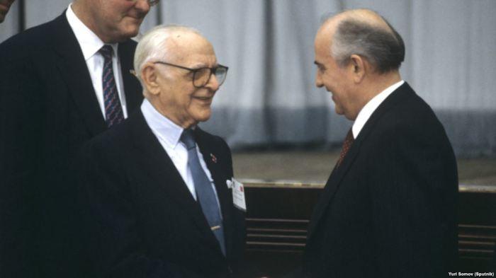 Арманд Хаммер и Михаил Горбачев, 1988