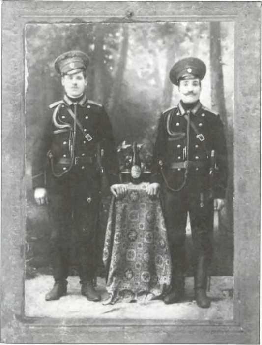 Русские офицеры в Харбине.