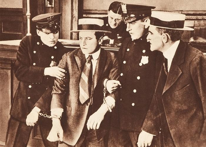 Гарри Гудини «вскрыл» сейф судьи./ Фото: kinozon.tv