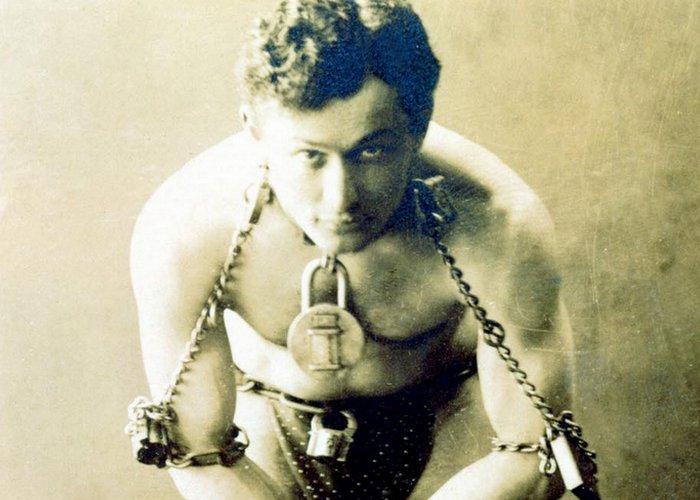 Коронный трюк Гарри Гудини «Избавление от наручников»./ Фото: milnix.com