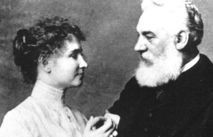 Хелен Келлер и Александр Грэхем Белл. | Фото: biography.com