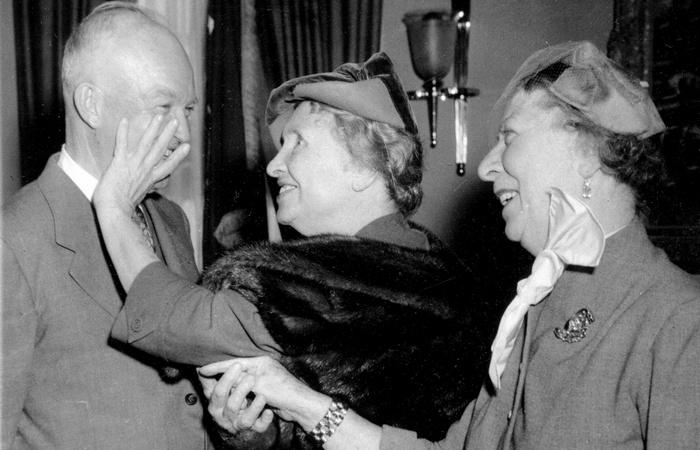 Хелен Келлер и Эйзенхауэр. | Фото: huffingtonpost.com